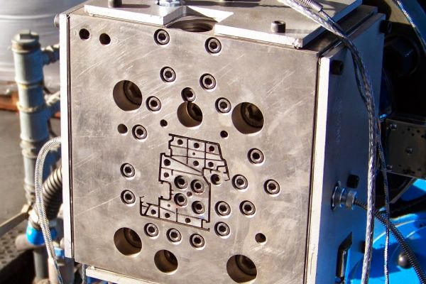 attrezzatura-per-profili-finestreC3CD1377-A5DB-344B-4A52-DE6A727742FC.jpg