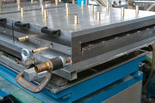 attrezzatura-per-pannelli-2C4F163A8-D24F-F9CC-5525-1A42A48E5B1C.jpg